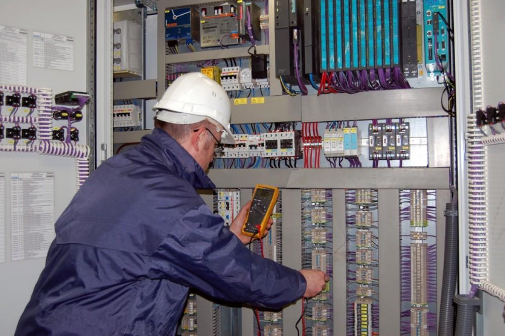 Électricien industriel